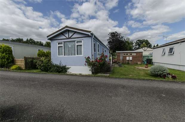 2 Bedrooms Park Home Mobile Home for sale in Avondale Park, Colden Common, WINCHESTER, Hampshire