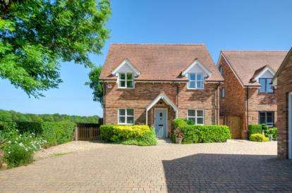 5 Bedrooms Detached House for sale in Haynes Turn, Bedford Road, Haynes, Bedford