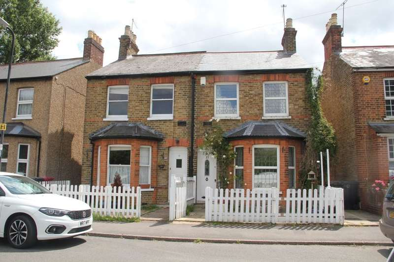 3 Bedrooms Semi Detached House for sale in The Myrke, Datchet, Slough, SL3