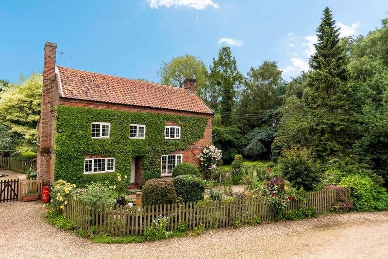 4 Bedrooms Detached House for sale in Banningham, Norfolk