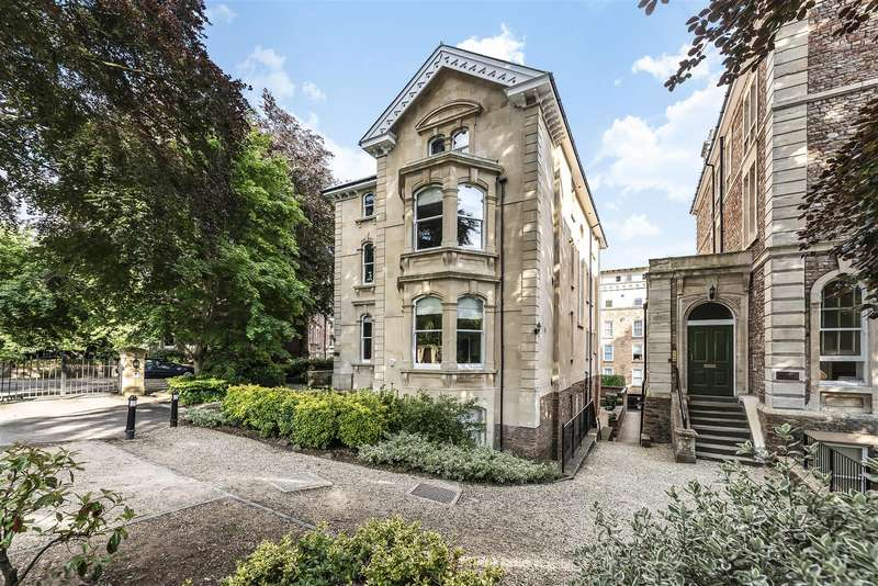 3 Bedrooms Flat for sale in The Avenue, Clifton