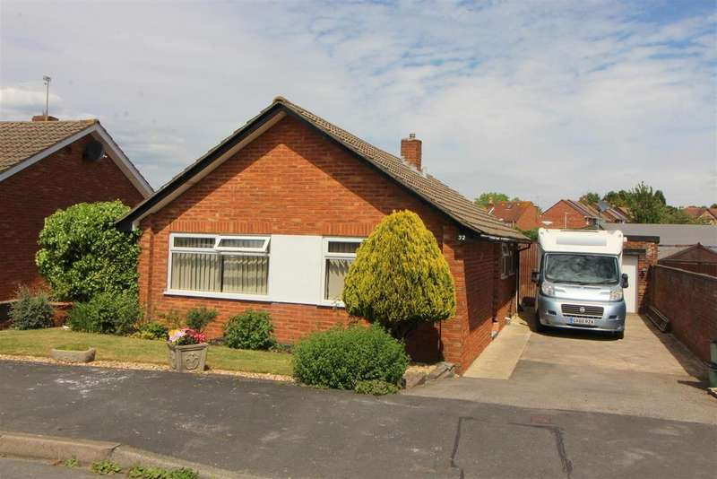 2 Bedrooms Detached Bungalow for sale in Nutley Avenue, Gloucester