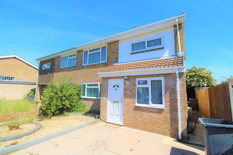 3 Bedrooms Semi Detached House for sale in CHAIN FREE PROPERTY on Gelding Close, Luton