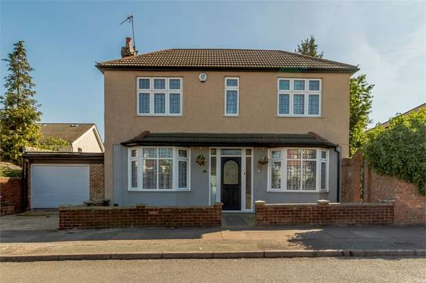 3 Bedrooms Detached House for sale in Blows Road, Dunstable, Bedfordshire
