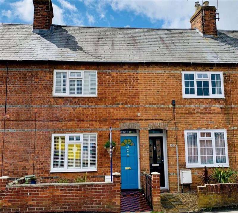 2 Bedrooms Terraced House for sale in Queens Road, Newbury, Berkshire, RG14