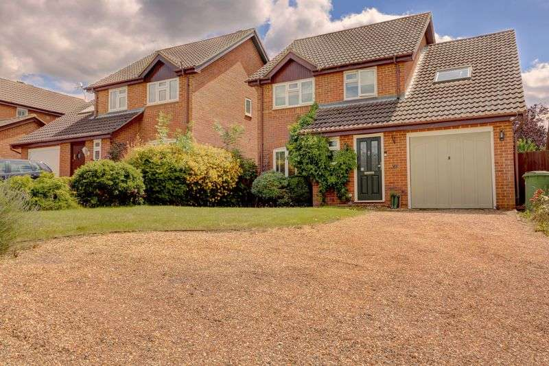 3 Bedrooms Property for sale in Wiltshire Grove, Warfield, Bracknell