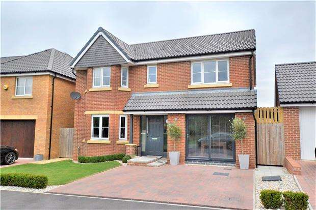 4 Bedrooms Detached House for sale in Spinners Road,Cotswold Chase, Brockworth