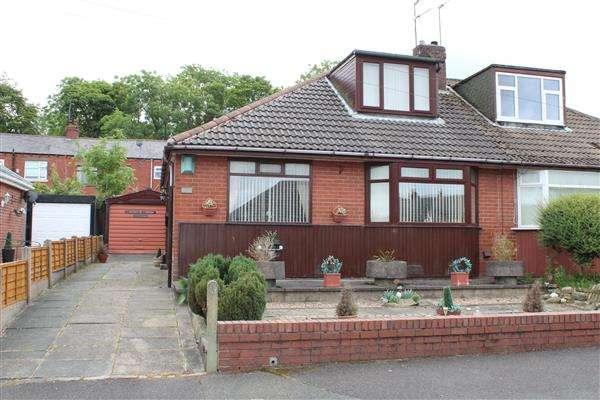 3 Bedrooms Bungalow for sale in Leesway, Lees, Oldham