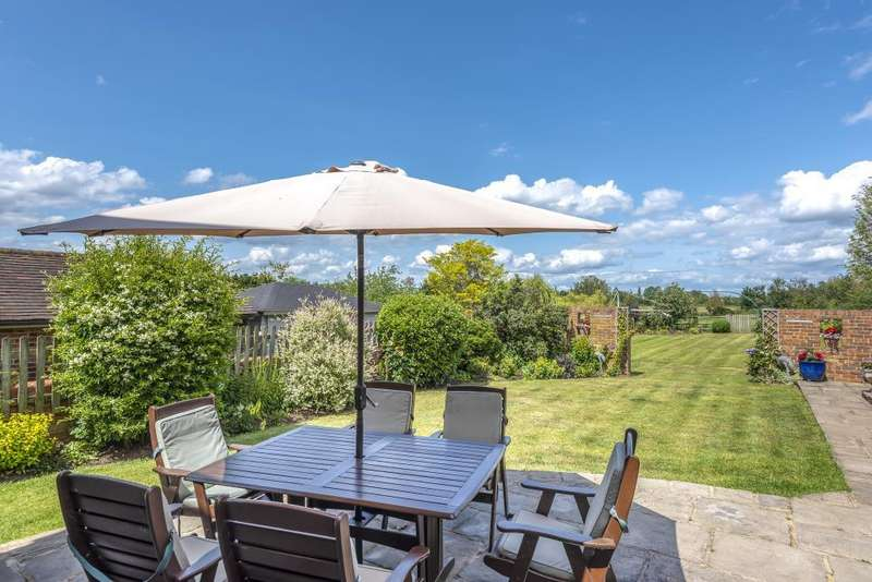 4 Bedrooms Detached House for sale in Moss End, Warfield, RG42