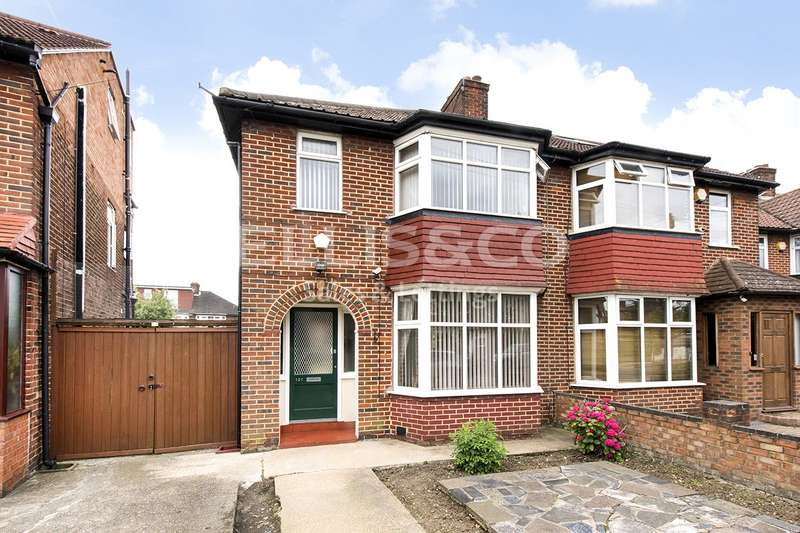 3 Bedrooms Property for sale in Cumbrian Gardens, London