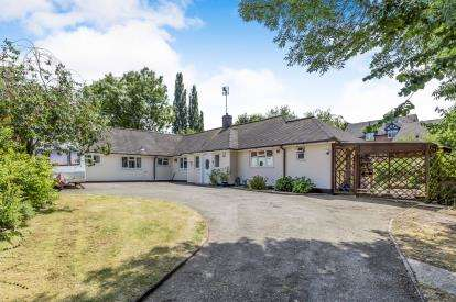 4 Bedrooms Bungalow for sale in Welsh Row, Nantwich, Cheshire