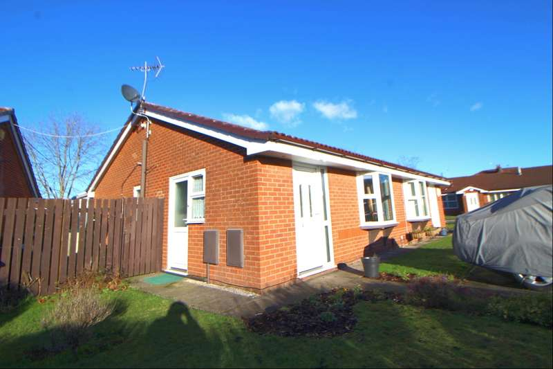 2 Bedrooms Semi Detached Bungalow for sale in Maypool Drive, Stockport, Cheshire, SK5