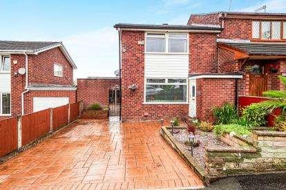 3 Bedrooms Semi Detached House for sale in Buckingham Road, Stalybridge, Greater Manchester, United Kingdom