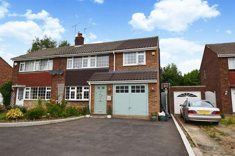 4 Bedrooms Semi Detached House for sale in Huntercombe Close, Taplow, Maidenhead, SL6