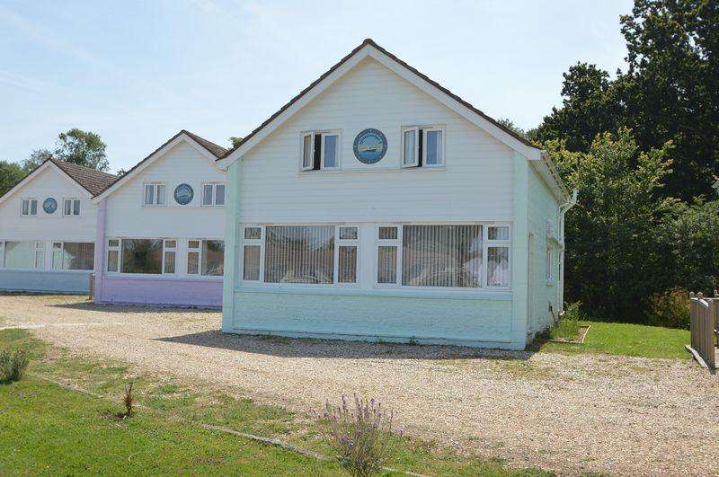 4 Bedrooms Detached House for sale in SALTERNS VILLAGE, SEAVIEW