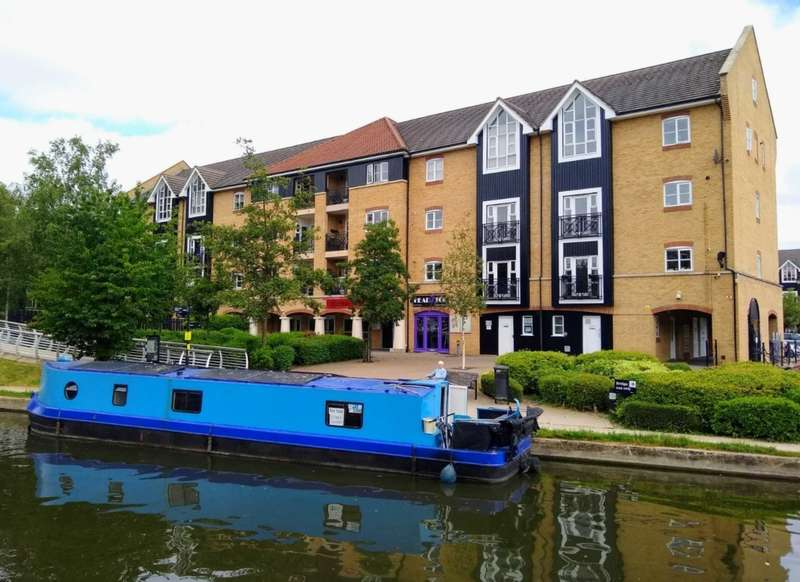 2 Bedrooms Apartment Flat for sale in TWO DOUBLE BEDS IN APSLEY LOCK - IDEAL FOR STATION, HP3