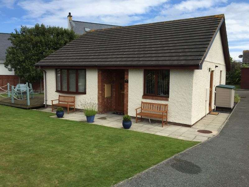 2 Bedrooms Property for sale in Cae Penrallt, Holyhead