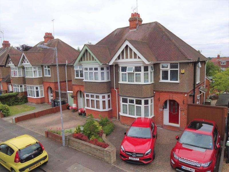 3 Bedrooms Semi Detached House for sale in Elmwood Crescent.