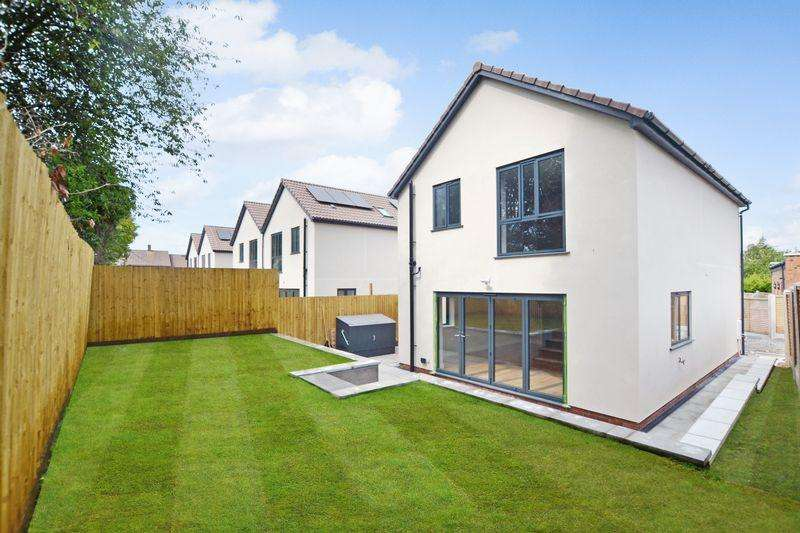 3 Bedrooms Detached House for sale in St Nicholas Mews, Bristol