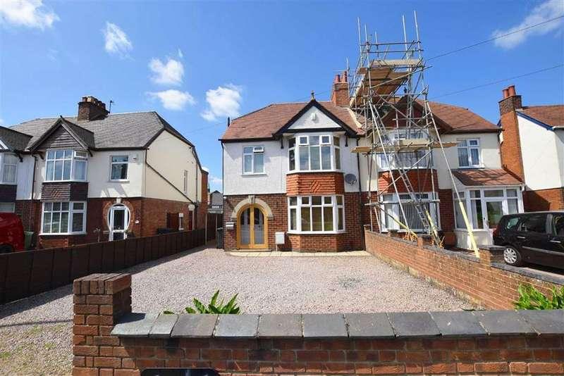 3 Bedrooms Semi Detached House for sale in Cheltenham Road, Longlevens