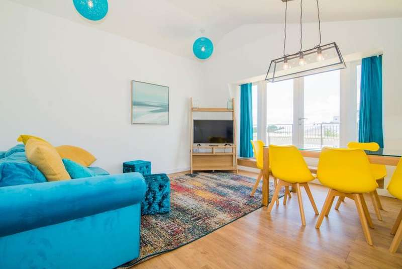 2 Bedrooms Flat for sale in Q House, Brentford, TW8