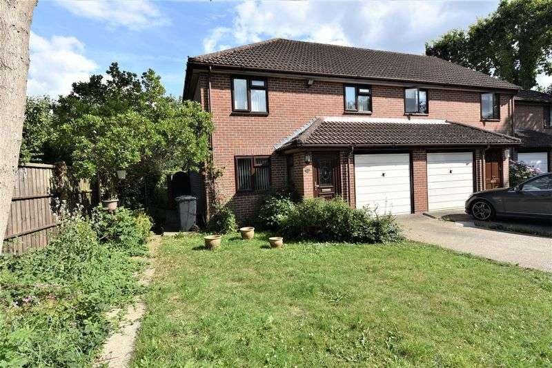 3 Bedrooms Property for sale in Acorn Gardens, Horndean