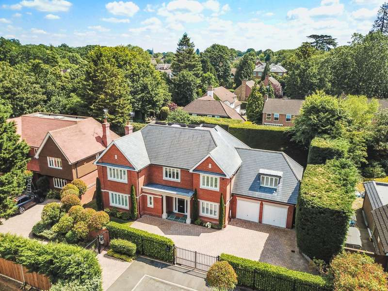 5 Bedrooms Detached House for sale in Manor Walk, Weybridge, KT13