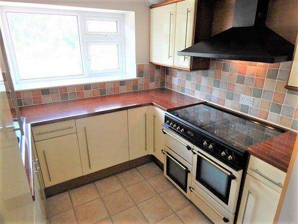 2 Bedrooms Terraced House for sale in Gladstone Street, Abertillery, NP13 1NE