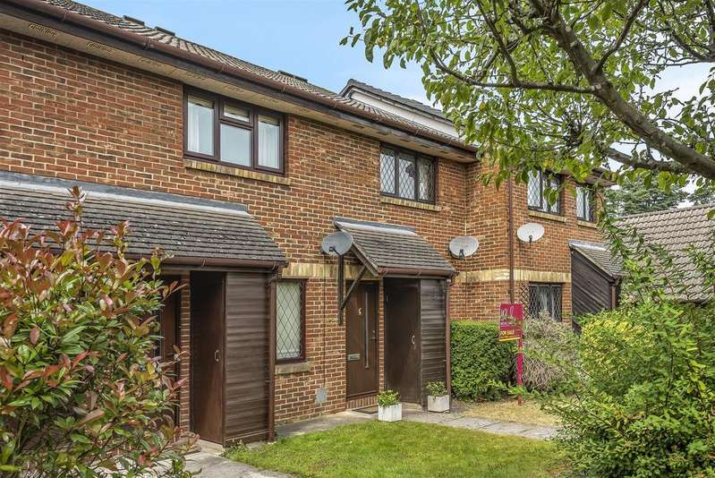 2 Bedrooms Terraced House for sale in Marigold Close, Crowthorne, Berkshire, RG45 6TY
