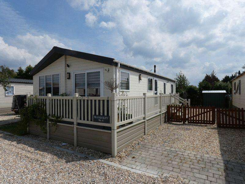 2 Bedrooms Lodge Character Property for sale in Tewkesbury Road, Gloucester