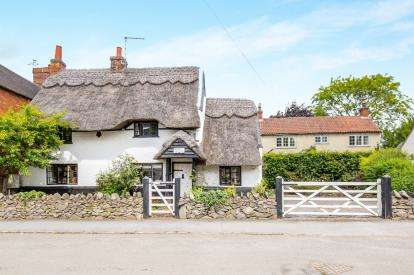 2 Bedrooms Detached House for sale in Brook Street, Wymeswold, Loughborough, Leicestershire