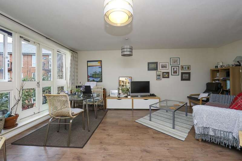 2 Bedrooms Flat for rent in Garter Way, Canada Water, London SE16