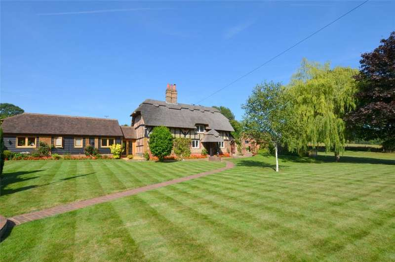 5 Bedrooms Detached House for sale in Finchdean, Waterlooville, Hampshire, PO8