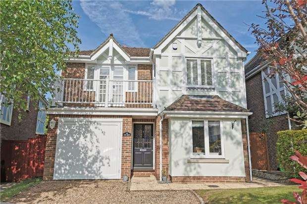 3 Bedrooms Detached House for sale in Rockingham Place, Beaconsfield