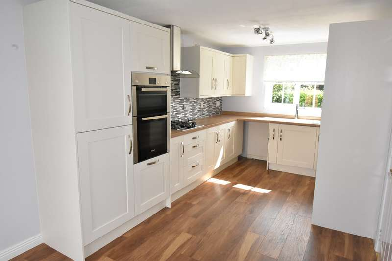 4 Bedrooms Detached House for sale in Lancer Close, Walton Cardiff, Tewkesbury, GL20