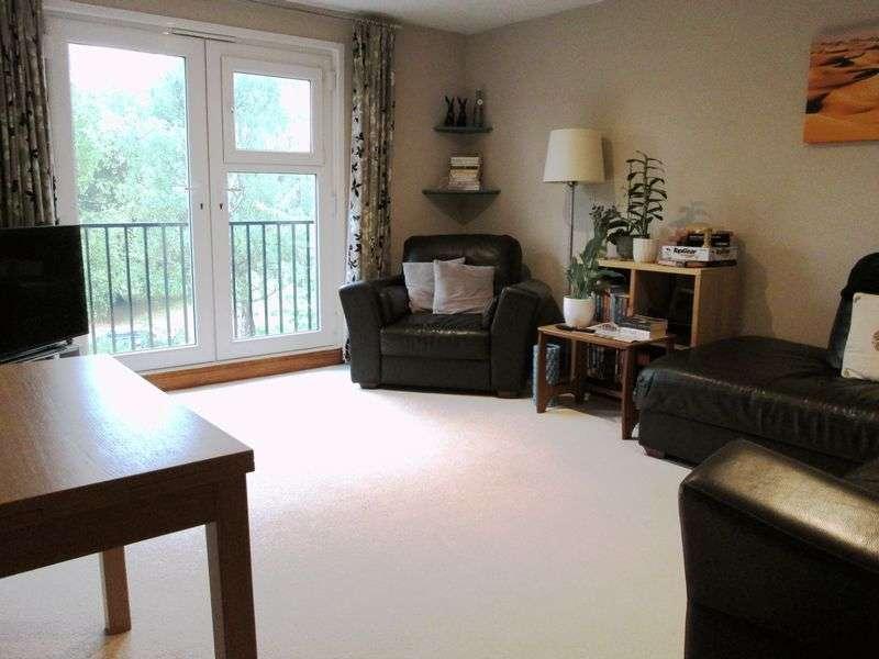 2 Bedrooms Property for sale in Scrubbitts Square, Radlett