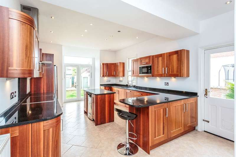 5 Bedrooms Semi Detached House for rent in St. Annes Road East, Lytham St. Annes, FY8