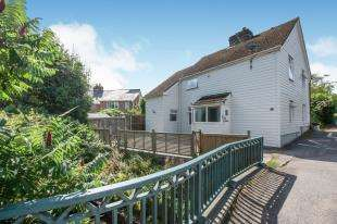 3 Bedrooms Semi Detached House for sale in Brookside, Temple Ewell, Dover, Kent