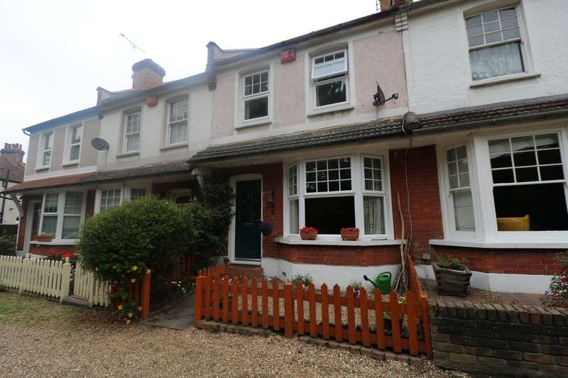 3 Bedrooms Terraced House for sale in Wandle Bank, Croydon