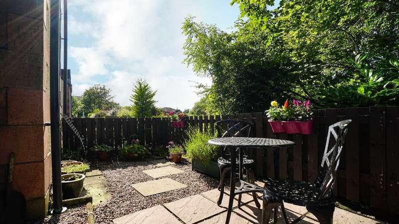 2 Bedrooms Terraced House for sale in Elphinstone Mews, Kilmacolm