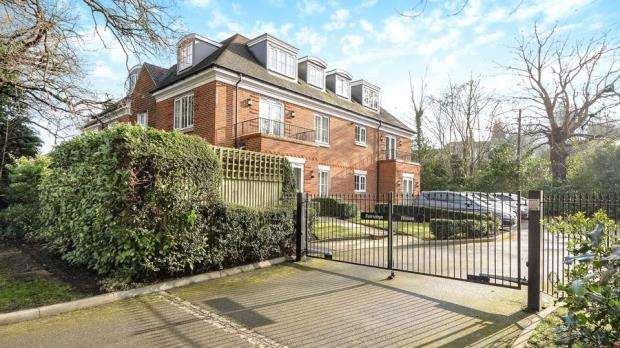 2 Bedrooms Apartment Flat for sale in Fairways House, London Road, Ascot