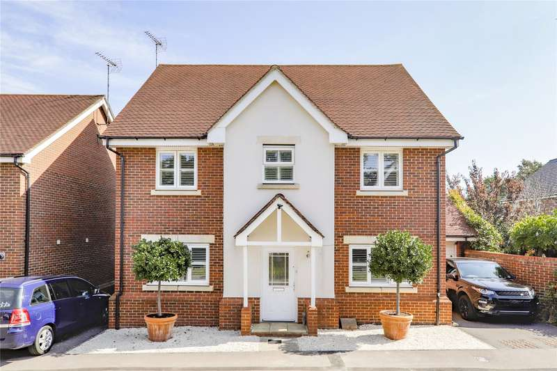 5 Bedrooms Detached House for sale in Wheatsheaf Close, Sindlesham, Wokingham, RG41