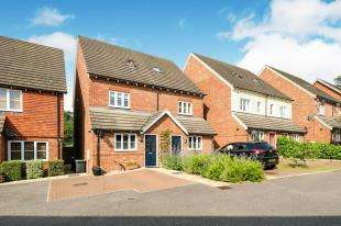 3 Bedrooms Semi Detached House for sale in Oaks Close, Tonbridge