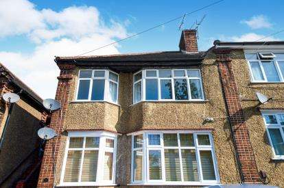 2 Bedrooms Maisonette Flat for sale in Ash Tree Dell, London