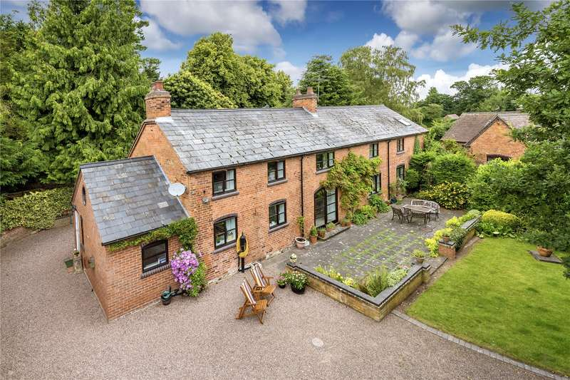 5 Bedrooms Detached House for sale in Old Coach House, Blymhill, Shifnal, Shropshire, TF11