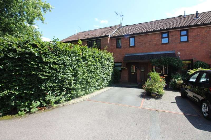 2 Bedrooms Terraced House for sale in Courthouse Croft, Kenilworth, CV8