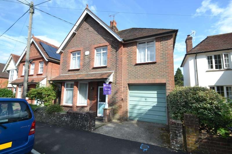 4 Bedrooms Detached House for sale in St. Mary`s Road, Liss, GU33