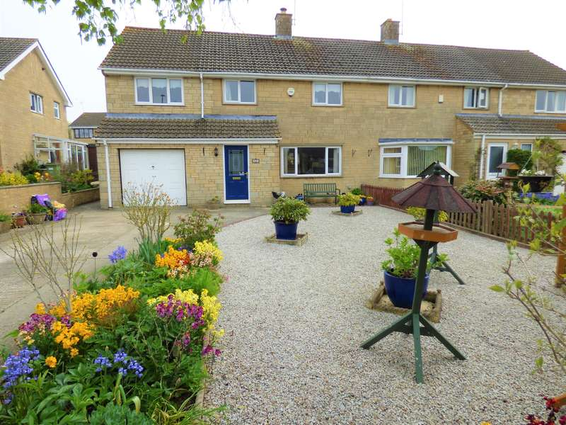 4 Bedrooms Semi Detached House for sale in Queen Elizabeth Road, Cirencester, Gloucestershire