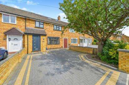 4 Bedrooms Link Detached House for sale in Limes Road, Cheshunt, Waltham Cross, Hertfordshire