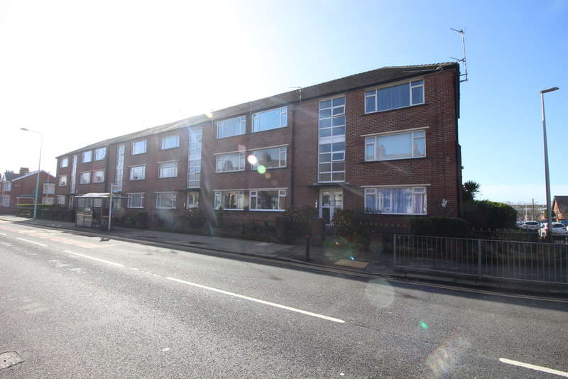 2 Bedrooms Flat for sale in Grasmere Road, Blackpool